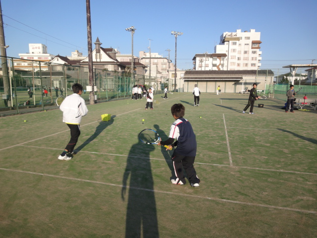 http://www.ariake.kaetsu.ac.jp/club/tennis/DSC03273.JPG