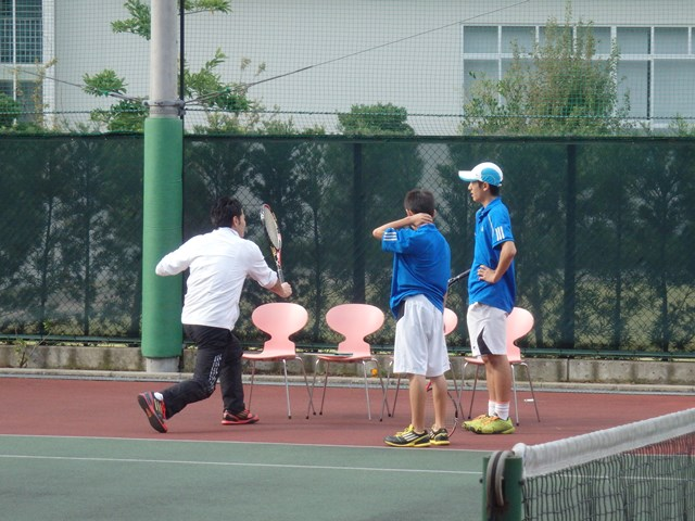http://www.ariake.kaetsu.ac.jp/club/tennis/PB030332.JPG